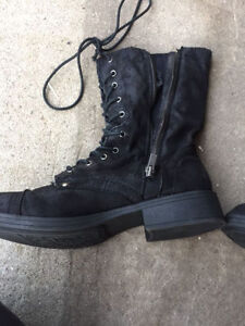 Size 11 Roxy Boots - Never Worn