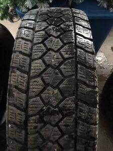 4 pneus Toyo LT245/75R17 9/32