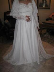 A BEAUTIFUL WHITE WEDDING GOWN...[NEVER USED]...SIZE 12