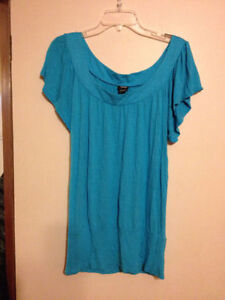 Stunning turquoise top, Size M Windsor Region Ontario image 1