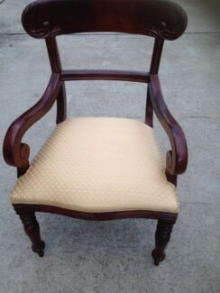 Arm Chair/Carver/Occasional Chair-in mahogany, in vgc