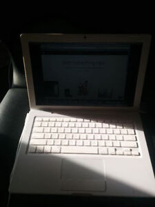"""Macbook A1181 CORE2DUO 2 GB 120HDD 13""""CHARGER $100"""