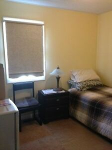 Quiet, Cozy & Clean Furnished Room (Confederation & Hillcrest)