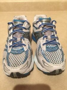 Women's Saucony Triumph 7 Running Shoes Size 7 London Ontario image 4