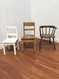 Variété de Chaises en Bois / Variety of Wood Chairs