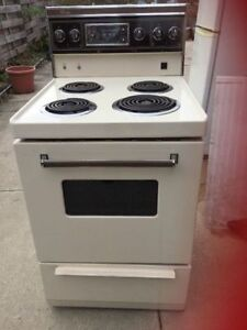 24 inch apt size stove off white color viking