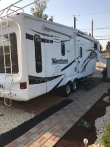2009 Montana 10th Anniversary Limited Edition 5th Wheel Camper