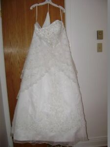 Excellent Condition - Brand New Wedding Dress-Never Worn!!! West Island Greater Montréal image 8