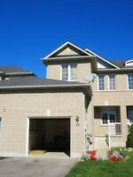 3 bedrooms townhouse in west Barrie available immediately