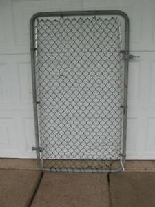 HEAVY CHAIN-LINK GATE
