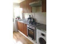 MODERN 1 BED G/F FLAT TO RENT IN HAINAULT FOR £930PCM. 5 MINS WALK TO HAINAULT STATION!