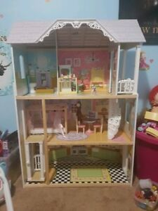 Barbie Doll House (Practically brand new)
