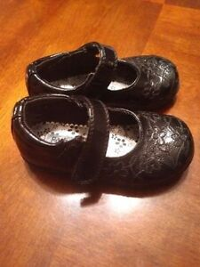 Girls black dress shoes. Size 6.5 Kitchener / Waterloo Kitchener Area image 1