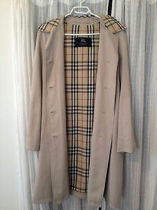 Authentic Burberry Trench Coat Like New Originally $2000 USD+tax