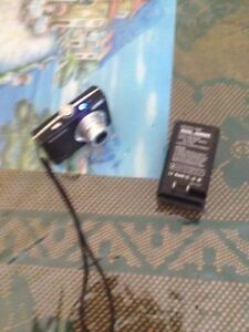 Samsung L100 digital camera with wall charger