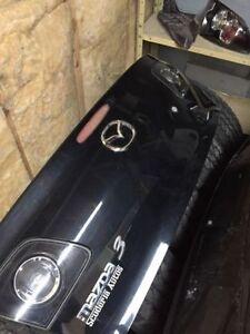 Coffre Mazda3 noir avec lumiere