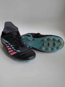 Size 1, 2 and 3 Boys & Girls Soccer Shoes $6/each London Ontario image 4