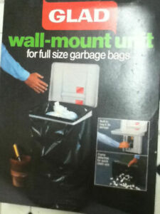 Glad wall-mounted garbage bag holder with lid - NEW IN BOX