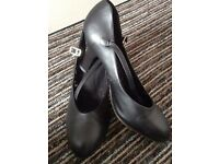 "Black 3"" Capezio Character Shoes/New Yorkers"