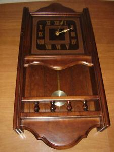 Horloge Bulova Chime en bois prenant du retard - néces. rép. 60$