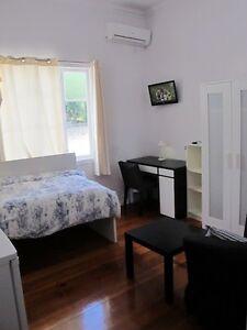 beautiful single room w A/C,FF,bills. near southbank, Qut, UQ Woolloongabba Brisbane South West Preview