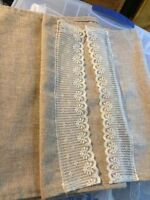 11 LACE AND BURLAP-LOOK TABLE RUNNERS