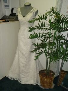 20/20 WEDDING DRESS ALTERATION By KIM,46 STREET SE 403-969-4422