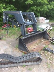 Allied 595 tractor loader with quick attach bucket