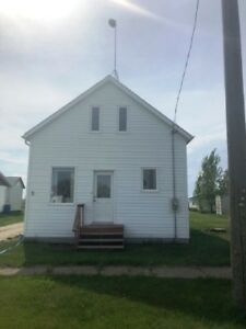 House for Sale in Horndean, MB - 5 Main St.