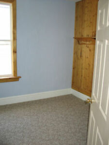 upper 2 bedroom apt with parking and laundry London Ontario image 2