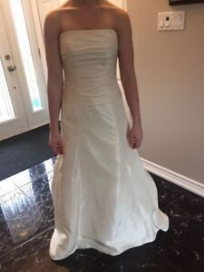 PRICE REDUCED! Beautiful Wedding Gown