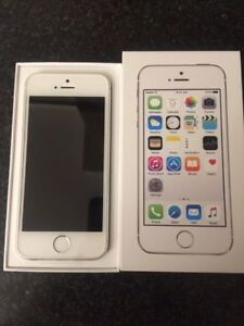 Iphone 5s 16 gb in excellence condition carry by bell no crack .