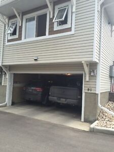 17steet Townhouse double garage for RENT!