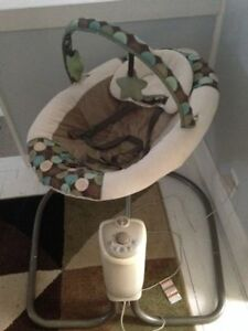 Graco Baby Swing, Plugs In No Batteries needed!
