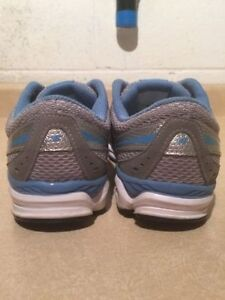 Women's New Balance 690 Running Shoes Size 8.5 London Ontario image 6