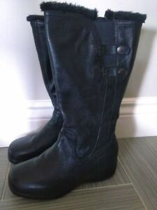 ladies winter boots size 9 like NEW