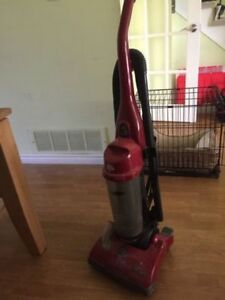 Stand-up Bagless Dirt Devil Vacuum Cleaner - Great condition.