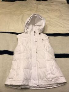 Womens Campus Crew White Vest  hood Size Medium New with tags