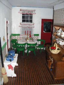 Maison miniature vintage avec meubles qui s'illuminent