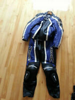 LEATHER RACING SUIT WITH GLOVES AND ALPINESTAR BOOTS - LIKE NEW