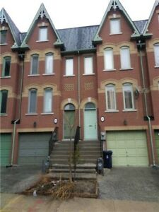 Freehold Executive Townhome In Downtown Core * Large 3 Bedroom