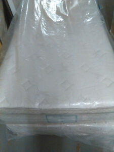 Beautiful TWIN Size Mattress and Box--FREE DELIVERY