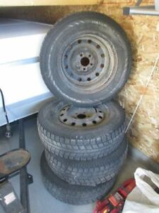 pneus d'hiver et  jantes 215/70/R16 Lac-Saint-Jean Saguenay-Lac-Saint-Jean image 4
