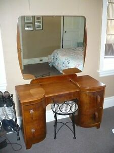 Antique Make-up Table Cambridge Kitchener Area image 2