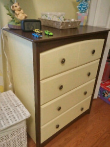 Dresser solid wood in great condition