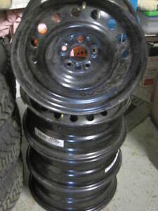 15 INCH, STEEL RIMS 5X100 BOLT PATTERN , LIKE NEW Cambridge Kitchener Area image 1