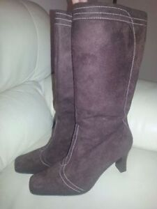 Suede Women's Boots For Sale - New Condition London Ontario image 1