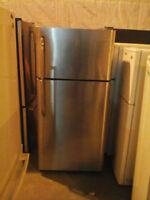 Réfrigérateur 18 pi cu Stainless de marque Frigidaire $350 Négo
