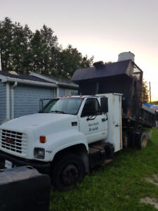 2000 Chevrolet C6500 Pickup Truck with dump