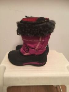 kamik Girl's snow boots size 11. AVAILABLE